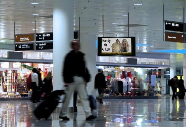 Flughafenbeschilderung mit Displays